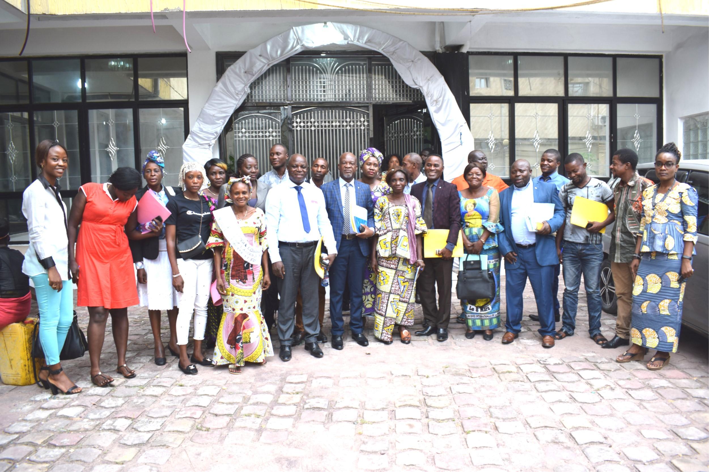 Photo de famille Clôture de l'atelier de validation de la  note Explicative portant promotion des droits fonciers et forestiers des femmes en RDC