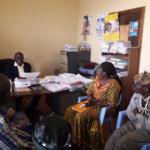 avec l'administrateur du territoire, à Mbanza-Ngungu, dans le Kongo Central